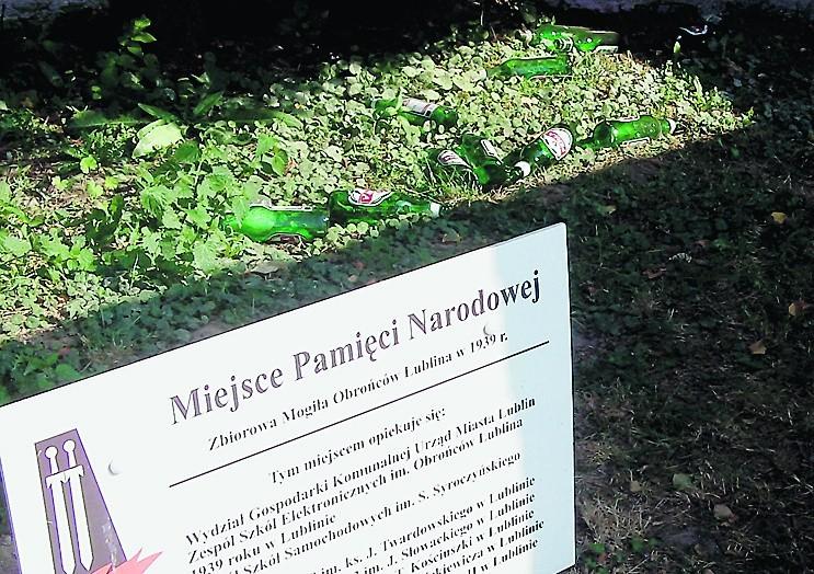 Miejsce Pamięci Narodowej zamienione w... śmietnik i melinę