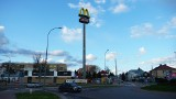 Nowy McDonald's w Bielsku Podlaskim. Budowa restauracji zbliża się do końca. Jest już maszt z charakterystycznym logo [ZDJĘCIA, WIDEO]