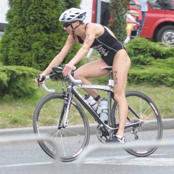 Vendula Frintova z Czech najszybciej pokonała trasę pływacką, rowerową i biegową. Potrzebowała na to 2 godz. 3 min i 12 sek.