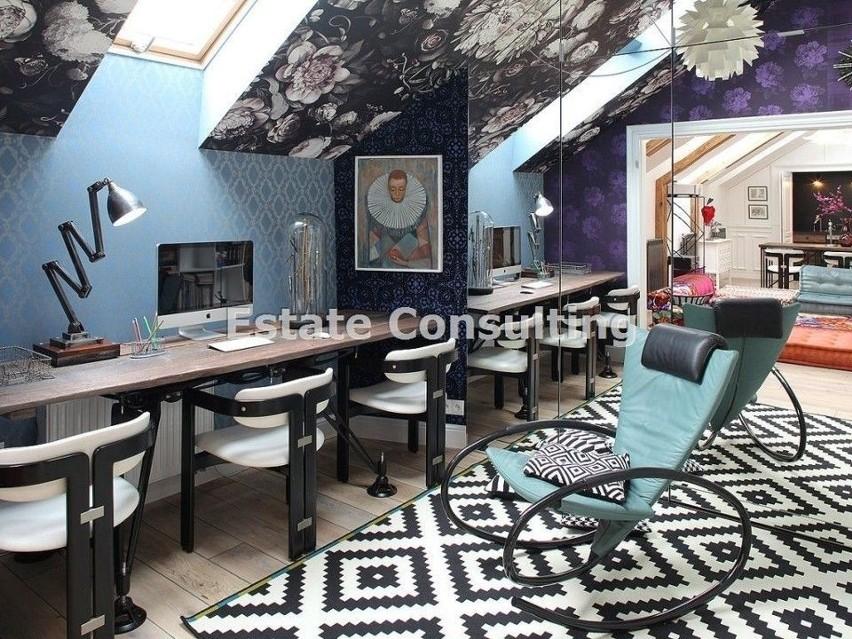 Salon połączony z jadalnią i kuchnią (kuchnia w stylu hidden...