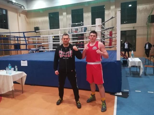 Trener Arkadiusz Żurawski i Jakub Domurad