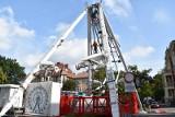 Koniec Winobrania 2021. Trwa demontaż lunaparku. Potężne maszyny jeszcze dziś opuszczą Zieloną Górę