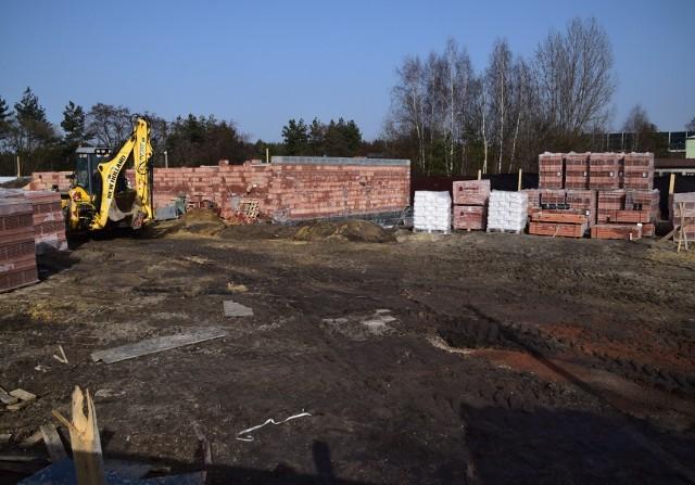 Przy ul. Bema powstają nowe mieszkania, trwa także przebudowa budynku przy ul. Dąbrowskiej w Wojkowicach Kościelnych Zobacz kolejne zdjęcia/plansze. Przesuwaj zdjęcia w prawo - naciśnij strzałkę lub przycisk NASTĘPNE
