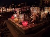 Wieczór Wszystkich Świętych na pyrzyckim cmentarzu [ZDJĘCIA]