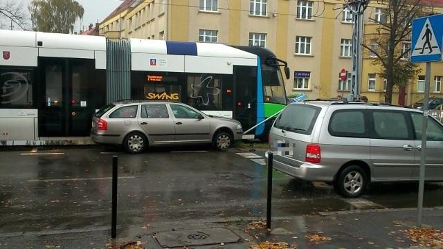 Zdjęcie z kolizji na ul. Mickiewicza w Szczecinie przesłał nam na alarm@gs24.pl Internauta Piotr.