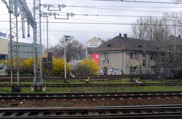 Tak widać Gliwice i Zabrze z okien pociągu wiosną 2021.Zobacz kolejne zdjęcia. Przesuwaj zdjęcia w prawo - naciśnij strzałkę lub przycisk NASTĘPNE