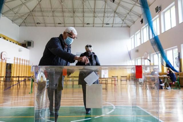 Najwyższą frekwencję w drugie turze wyborów prezydenckich odnotowano w województwie mazowieckim - 71,10 proc. Tuż za nim, na podium znalazły się jeszcze województwo pomorskie (70,04 proc.) oraz łódzkie (69,68 proc.). Wielkopolska z wynikiem 69,25 proc. zajęła piąte miejsce.