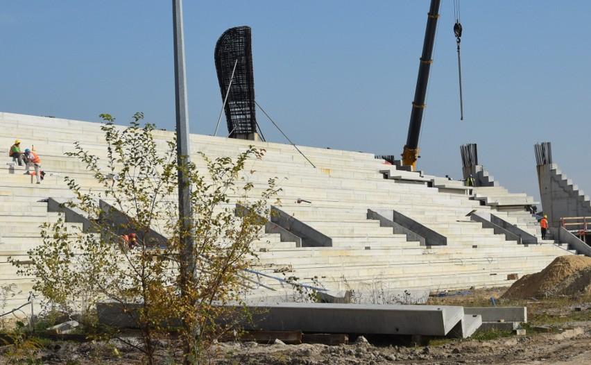 Trwają intensywne prace na budowie nowego stadionu dla...