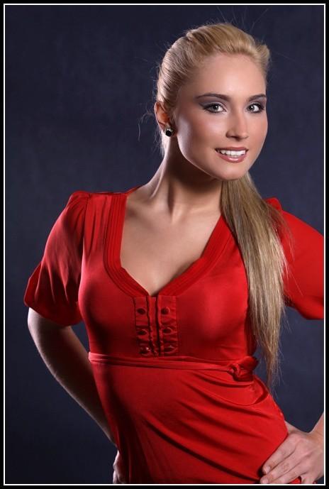 Patrycja Muszyńska w konkursie Miss Podlasia 2009 startuje z numerem 9.