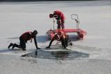 Pokaz WOPR na Zdrowiu. Jak ratować tonącego gdy pęka lód [ZDJĘCIA]