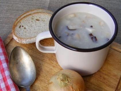 Do jednych z tradycyjnych dań polskich należy żurek lub barszcz biały. Zobaczcie przepisy na tradycyjne polskie dania obiadowe.