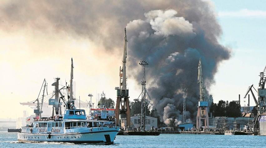 Pożar hali w Stoczni Marynarki Wojennej...