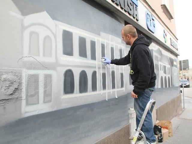 Tomasz KiekTomasz Kiek sztuce ulicznej poświęca swój prywatny czas. Chce, żeby kielczanie docenili historię i walory turystyczne miasta.