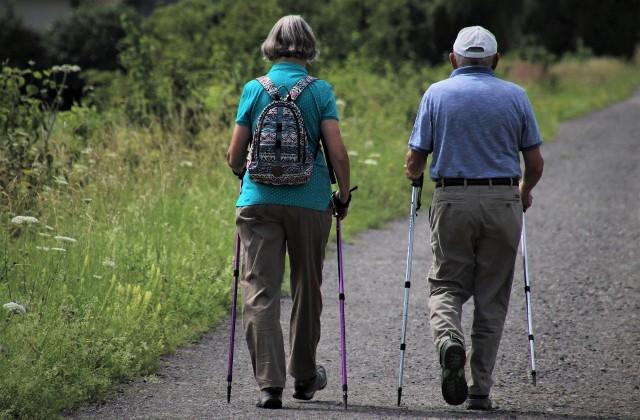 Czternasta emerytura lepsza niż waloryzacja? Portfele seniorów podreperuje dodatkowa emerytura. Rząd szykuje dodatkowe świadczenie