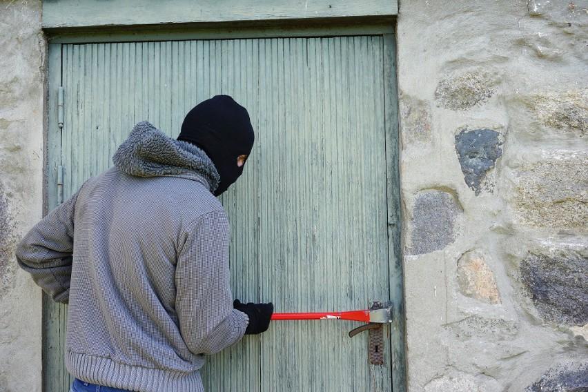 Zauważyłeś dziwne symbole lub znaki na ścianie domu lub...