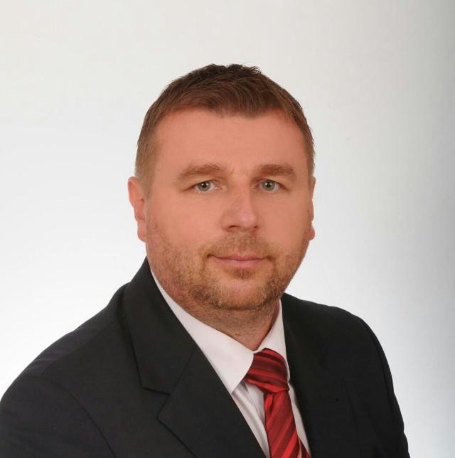 Paweł Tofil - radny niżański, samorządowiec, prawnik, który ukończył również księgowość i rachunkowość
