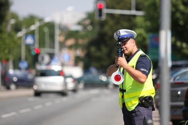 1 grudnia 2021 r. w życie wejdą nowe przepisy, dzięki którym wzrosnąć ma bezpieczeństwo na polskich drogach.