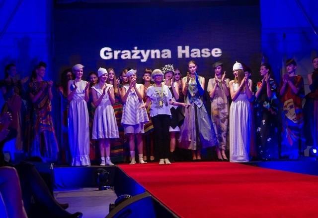 Grażyna Hase pierwszy swój pokaz przygotowała w roku 1967. I nadal projektuje. Dwa lata temu odwiedziła Białystok na Fashion Week.