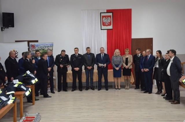 Przekazanie sprzętu dla strażaków z OSP nastąpiło w Radominie