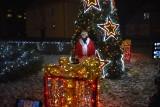 """Choinka oraz szopka w Krośnie Odrzańskim """"odpalone"""". Lampki rozbłysły. Świąteczne ozdoby rozświetlają miasto"""
