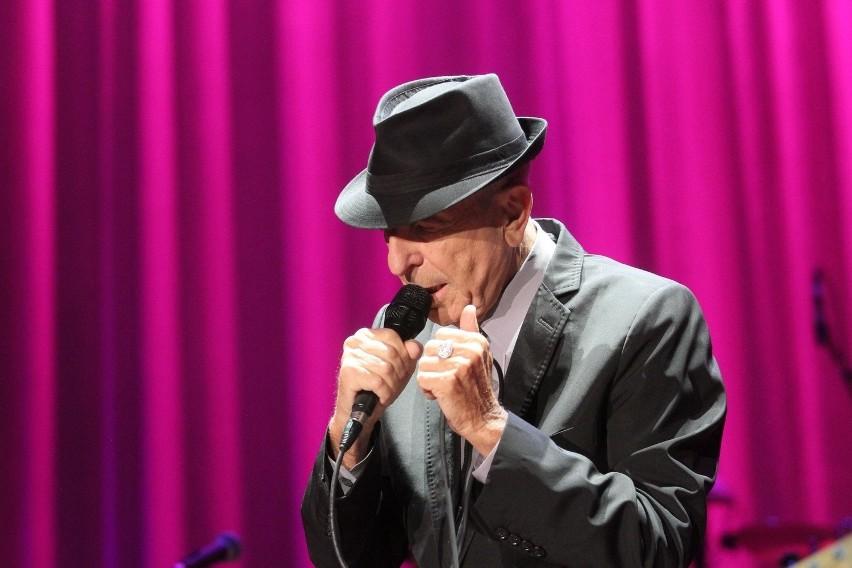 Leonard Cohen długo żegnał się z publicznością podczas koncertu w Łodzi.