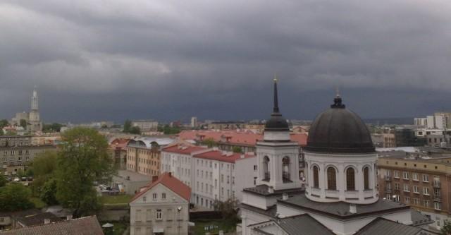 Burzowe chmury nadciągają nad Białystok