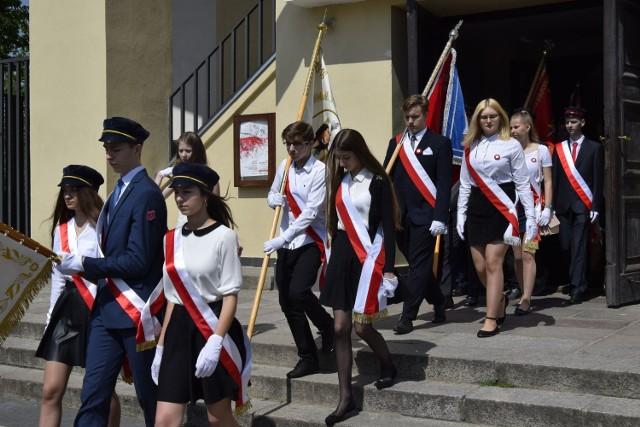 W czwartek, 3 Maja odbyły się w Skierniewicach uroczystości z okazji 227 rocznicy uchwalenia Konstytucji 3 Maja. W kościele garnizonowym odbyła się msza, po której delegacje złożyły kwiaty pod Pomnikiem Niepodległości.
