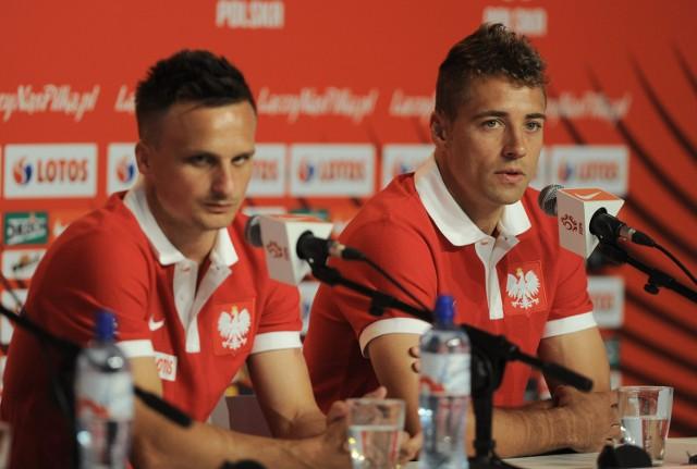 Sławomir Peszko (z lewej) zapowiada, że jeśli Kamil Grosicki nie dojdzie do zdrowia, będę musiał przejąć jego zadania. Thiago Cionek deklaruje, że zagra na każdej pozycji, na której będzie potrzebny
