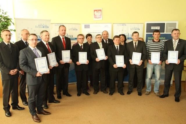 W Świętokrzyskim Urzędzie Wojewódzkim wręczono wczoraj firmom z województwa świętokrzyskiego certyfikaty Solidna Firma 2010.