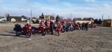 Motomikołaje w Koluszkach. Motocykliści w czerwonych czapkach odwiedzili miasto