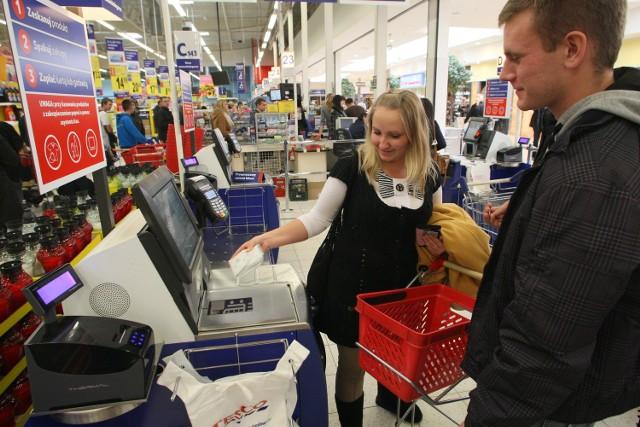 Kaja i Łukasz zdecydowanie wolą robić zakupy samodzielnie od początku do końca i przede wszystkim nie czekać w kolejce do kasy.