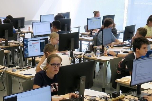 Uczniowie III LO w Gdyni zdobyli brązowe medale podczas III Europejskiej Olimpiady Informatycznej Juniorów