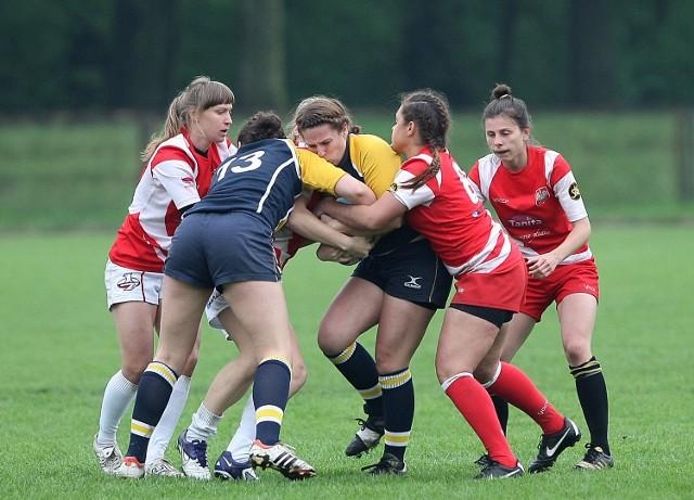 Mecze rugby pań są nie mniej emocjonujące niż spotkania mężczyzn