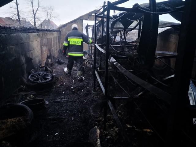 We wtorek 22 grudnia, po godzinie 21, osoby przejeżdżające ulicą Nowotomyską w Wąsowie zauważyły ogień wydobywający się z budynku zakładu wulkanizacyjnego. Tuż przed świętami w pożarze  rodzina straciła zakład. Ruszyła zbiórka dla pogorzelców. Można pomóc.