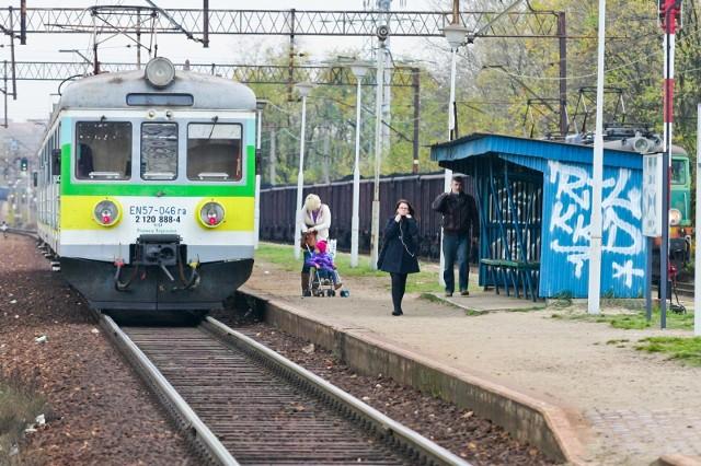 Modernizowana linia Wrocław - Szczecin prowadzi między innymi przez zaniedbaną stację Wrocław Muchobór. Remont tej stacji jest w planie w osobnym projekcie. Ma się on zakończyć do 2019 roku