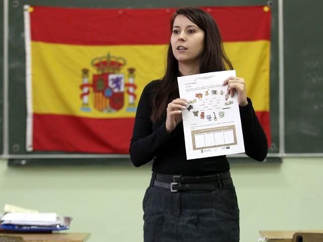 - W Rzeszowie można zdać dwa rodzaje certyfikatów z języka hiszpańskiego. Pierwszy z nich to DELE, drugi zaś TELC. Egzamin DELE podstawowy możemy porównać z angielskim FCE. Poziom egzaminu TELC z języka hiszpańskiego odpowiada poziomowi egzaminu TELC z angielskiego – podsumowuje nasza rozmówczyni.