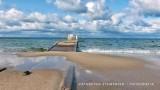 Północny wiatr w środę 16.09.2020 sprawił, że zatoka zagarnęła część terenów do opalania przy Bulwarze Nadmorskim w Helu (zdjęcia)