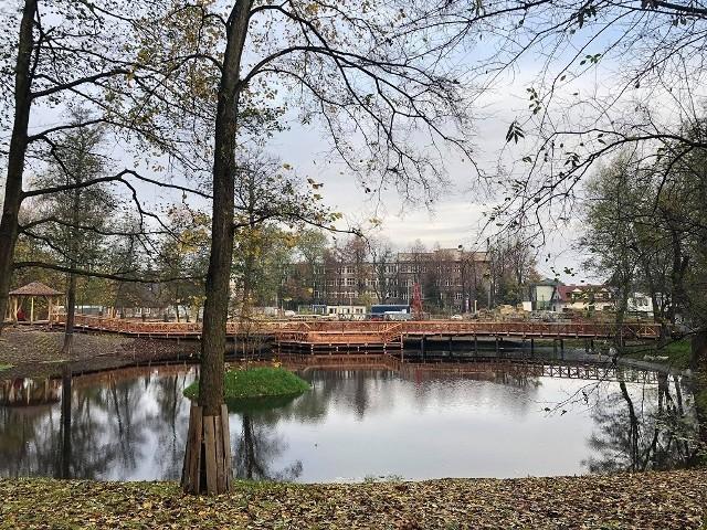 W Parku Duchackim w Krakowie powstał już pomost i altana