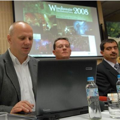 - Kto chwalił finałowe widowisko? - dopytywali żurnaliści - Chwaliła Telewizja Gorzów - odparli przedstawiciele ASPE. I na dowód tego Wojciech Załustowicz (z lewej) i Mateusz Błaszczyk (w środku) pokazali gorzowski felieton.