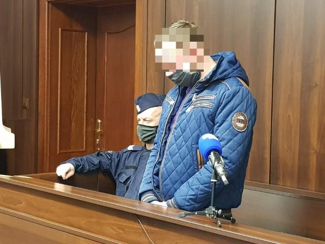 Łukasz L. na dzisiejszą (17.02) rozprawę przed Sądem Okręgowym w Opolu został doprowadzony z aresztu. Przyznał się do winy i przeprosił pracowników banku za stres, na który ich naraził.