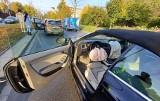 Wypadek trzech aut na al. Karkonoskiej. Utrudnienia w ruchu (ZDJĘCIA)