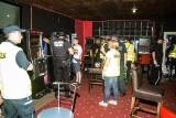 Nalot na nielegalny salon gier - policja użyła siły [ZDJĘCIA]