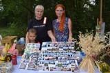KIEŁCZ. Mieszkańcy Kiełcza wytwarzają magnesiki z fotografiami miejscowości. Tak zbierają na zakup karuzeli na plac zabaw