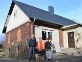 W lipcu sołtysowi spłonął dom. Dzięki pomocy okolicznych mieszkańców udało się go odbudować, ale nadal potrzebna jest pomoc!  [GALERIA]