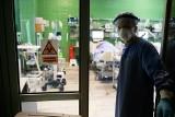 Krakowscy lekarze z intensywnej terapii walczą, by dać swoim pacjentom szansę na powrót do zdrowia. Na jeszcze jeden oddech