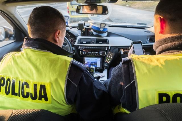 """Pona 200 policjantów z kujawsko-pomorskiego prowadziło w sobotę akcję """"Prędkość""""."""