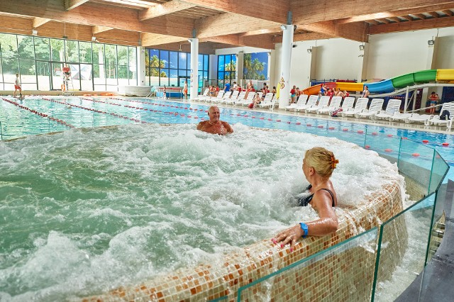 Nowy basen w Aquaparku Fala! Można już korzystać z basenu z solanką z Ciechocinka oraz relaksować się przy szumie małego wodospadu.CZYTAJ DALEJ >>>>.