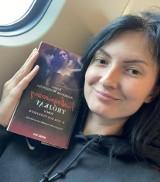 """Urodzona w Krośnie Odrz. Kamila Andrzejak-Wasilewska wydaje kolejne odważne książki. Premiera II tomu """"Niebezpiecznego trójkąta"""" wkrótce"""