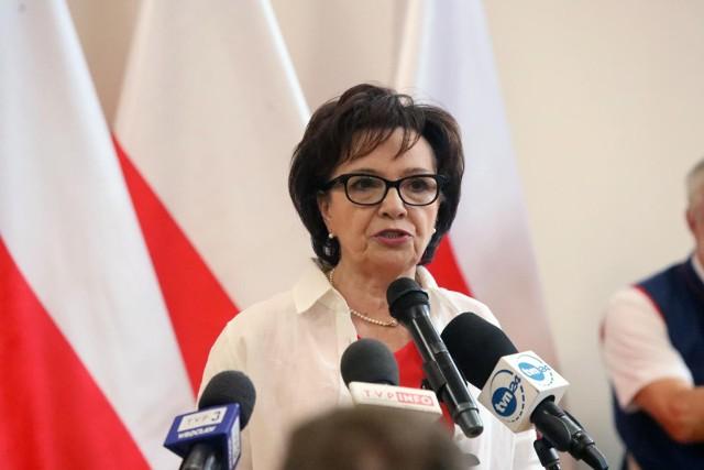 Wystąpienie Elżbiety Witek zakłócone przez krzyki. Marszałkini Sejmu do demonstrujących: Tu jest Polska, a nie Unia