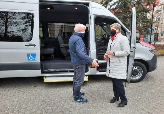 200 tysięcy złotych kosztował nowy bus (mercedes sprinter) do przewozu dzieci i osób niepełnosprawnych w gminie Miastko. Auto kupił ratusz.